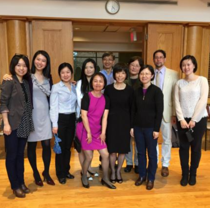 Professor Yu with all her colleagues.
