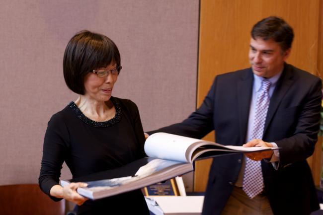 Professor Yu receiving a photo album.